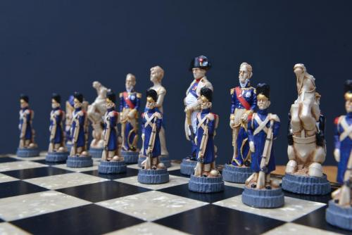 Studio Anne Carlton British Hand Made Chess Sets by Prestigegames.co.uk005