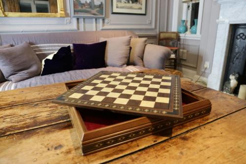 Studio Anne Carlton British Hand Made Chess Sets by Prestigegames.co.uk10