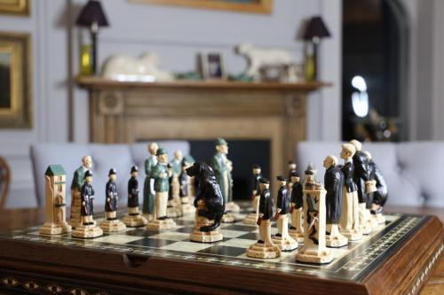 Studio Anne Carlton British Hand Made Chess Sets by Prestigegames.co.uk8