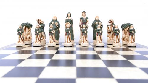 Studio Anne Carlton Robin Hood Chess Set Robin Hood Team Face on