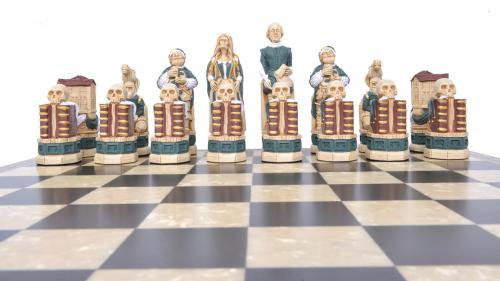Studio Anne Carlton Shakespere & the Globe British Hand Made Chess Set Green Team